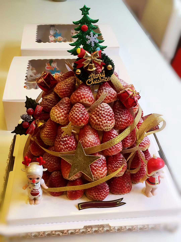 decorate Christmas cake